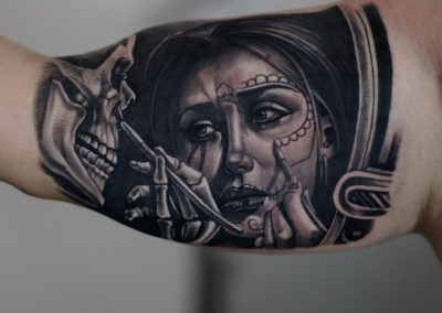 skull in miror tattoo,tatuaj craniu in oglinda