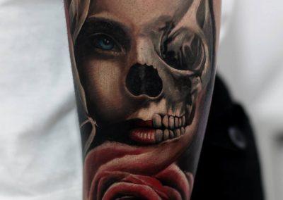 woman skull tattoo,tatuaj craniu femeie