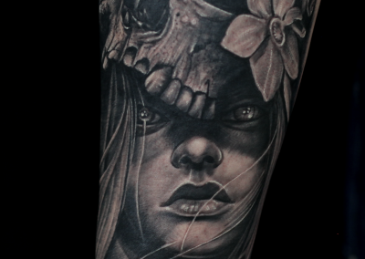 skull-girl-tattoo,tatuaj-craniu