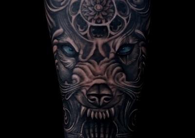 tatuaj lup,gothic wolf tattoo,black and grey tattoo