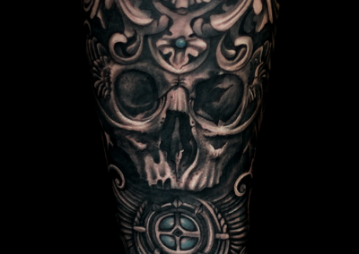 tatuaj cranium,gothic skull tattoo black and grey