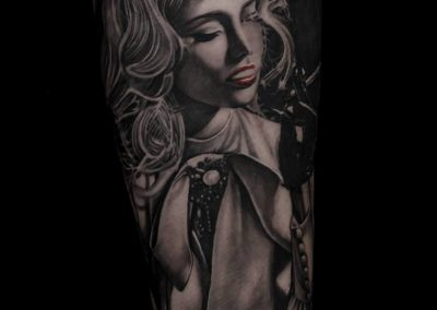 lady smoking tattoo,tatuaj fata care fumeaza